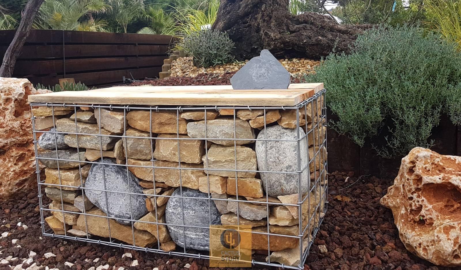Gabion banc pierre de pays et galet - Jardinerie des Jonquiers